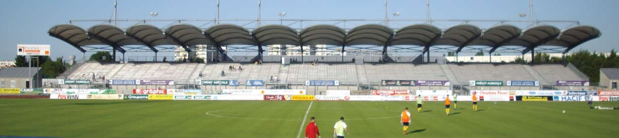 stadium where Chamois Niort FC play football in the